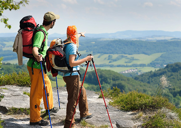 为什么在远足时使用登山杖?
